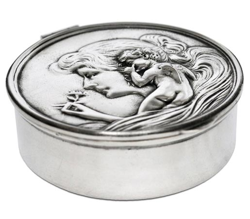 Round box - maiden and putto cm Ø 10,5 (Pewter / Britannia Metal) - collection: Putto. Cosi Tabellini.