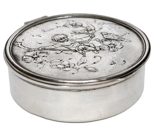 Round box - cherub on swing cm Ø 10,5 (Pewter / Britannia Metal) - collection: Putto. Cosi Tabellini.