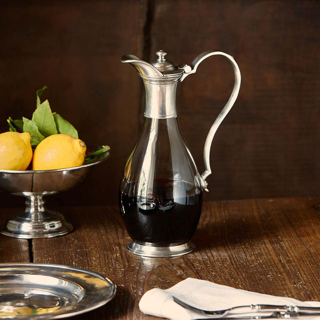 rotwein karaffe mit henkel und deckel grau zinn und glas. Black Bedroom Furniture Sets. Home Design Ideas