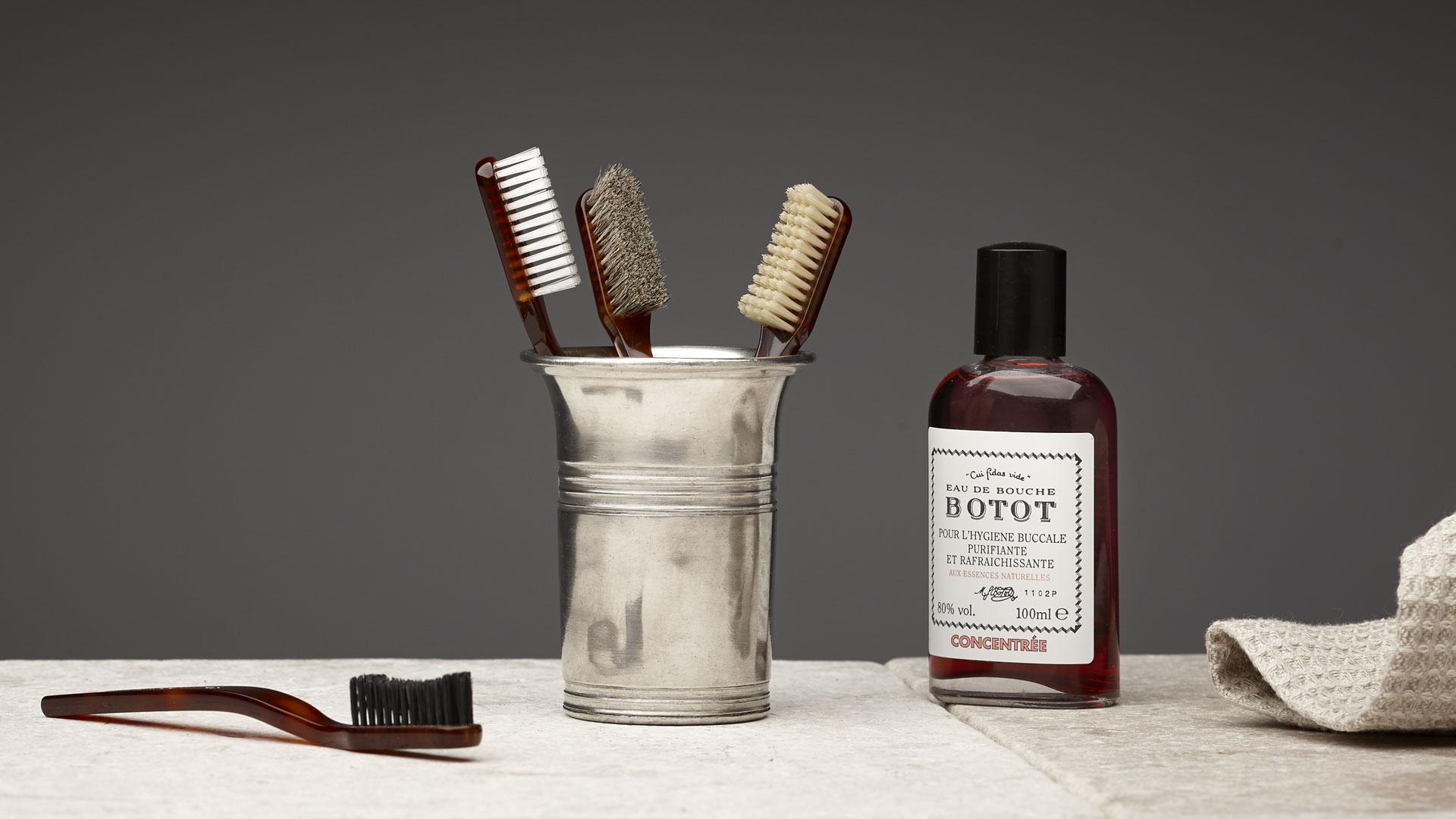 Bicchiere porta spazzolino grigio metallo peltro cm h - Porta testine spazzolino ...