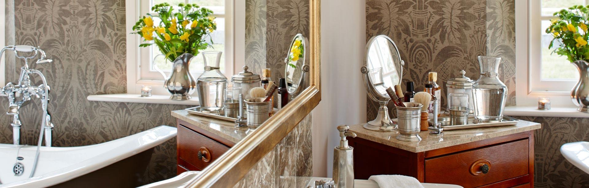 Oggetti per il bagno: Metallo (Peltro) | Cosi Tabellini